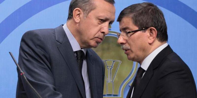 """FT: """"Davutoğlu'nun kampanyası bir devin gölgesinde sürüyor"""""""