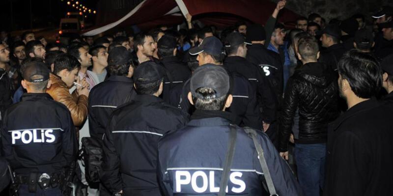 Kampüs önünde Ak Partili gençler ile sol görüşlü üniversiteliler kavga etti: 3 yaralı