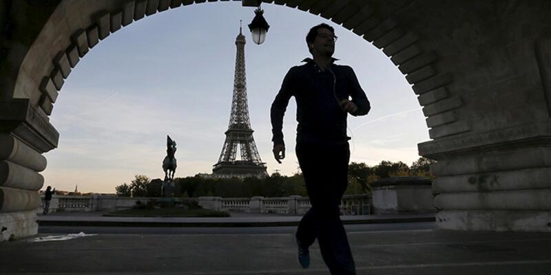Paris resmen aday