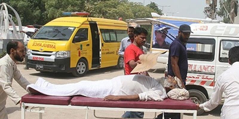 Pakistan'da sıcak hava: Ölü sayısı 800'e yaklaştı