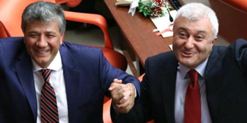 Tuncay Özkan ve Mustafa Balbay'dan Meclis pozu