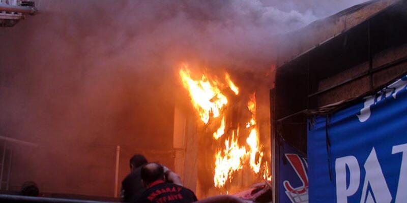 Aksaray'da alışveriş merkezinde yangın, 1 kişi öldü