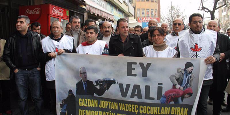 """'Ey Vali gazdan coptan vazgeç"""" pankartı için soruşturma"""