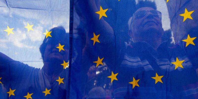 Yunanistan'a 7 milyar euro köprü kredi teklifi