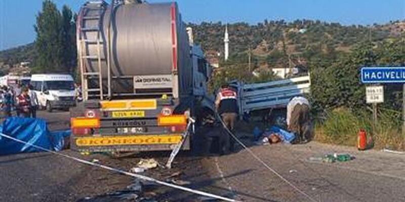 Tarım işçilerini taşıyan kamyonet ile tır çarpıştı: 15 ölü