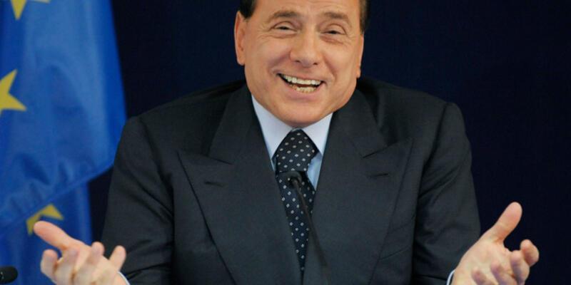 Berlusconi'ye rüşvetten 3 yıl hapis cezası