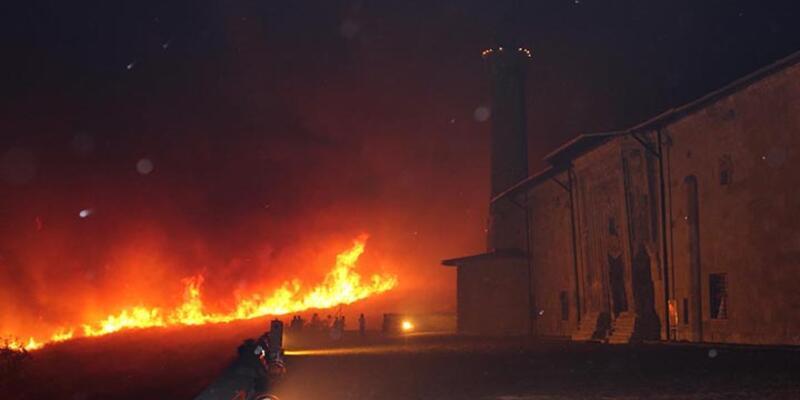 Divriği'deki yangın az kalsın 800 yıllık Ulu Camiyi de kül edecekti
