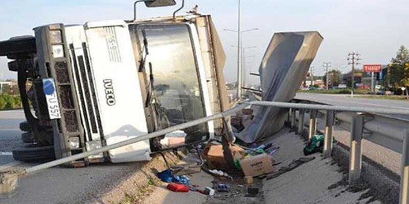 İşçileri taşıyan kamyon devrildi: 2 ölü, 9 yaralı