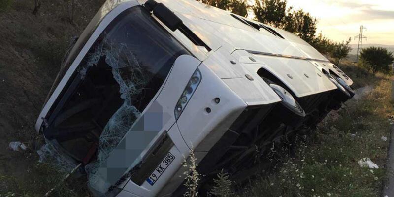 Yolcu otobüsü devrildi: 1 ölü 30 yaralı!