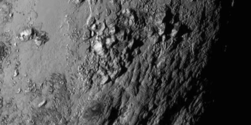 NASA, Plüton'dan gelen son fotoğrafı gösterdi