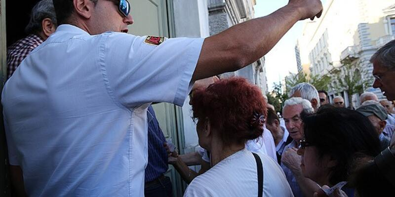 Yunanistan'da bankalar açıldı