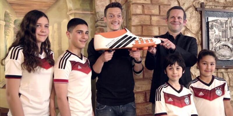 Mesut Özil 11 çocuğun ameliyat masraflarını üstlendi