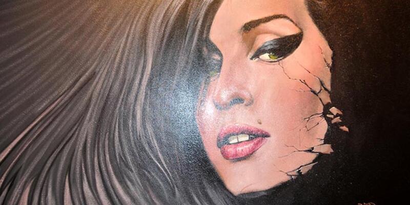 Amy Winehouse anısına Kaş'ta sergi