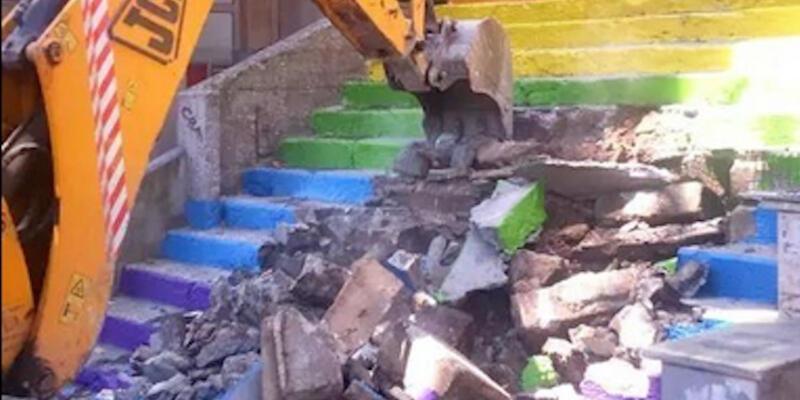 Gezi'nin renkli merdivenleri yıkılıyor