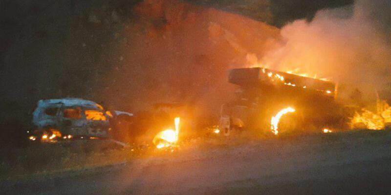 Tunceli'de yol kesen PKK'lılar 3 aracı ateşe verdi