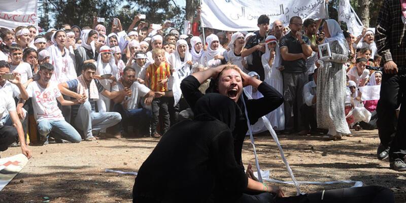 Ezidi kadınlar IŞİD'in saldırısı sahnelenince çığlıklar atarak ağladı