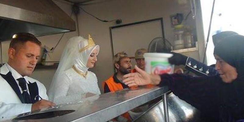 Düğün yemeğini Suriyeli göçmenlere verdiler