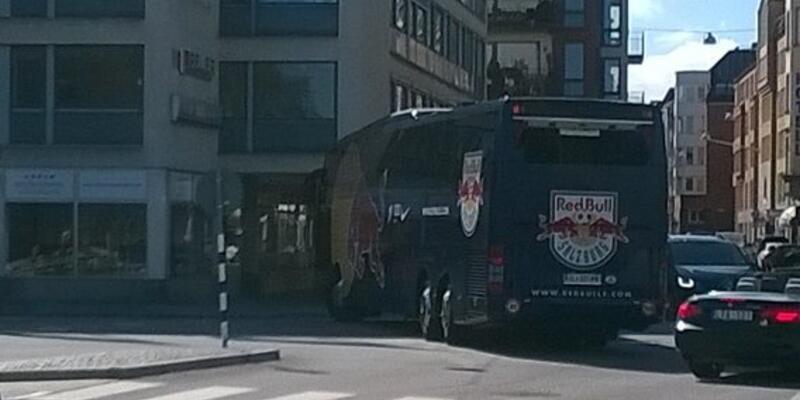 İsveç'te Red Bull Salzburg otobüsüne saldırı
