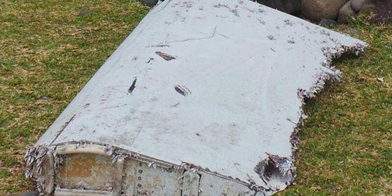 Kaybolan Malezya uçağının parçası bulundu