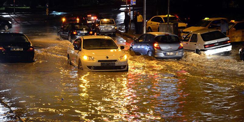 Sağanak yağış sonrası Ankara'yı sel aldı