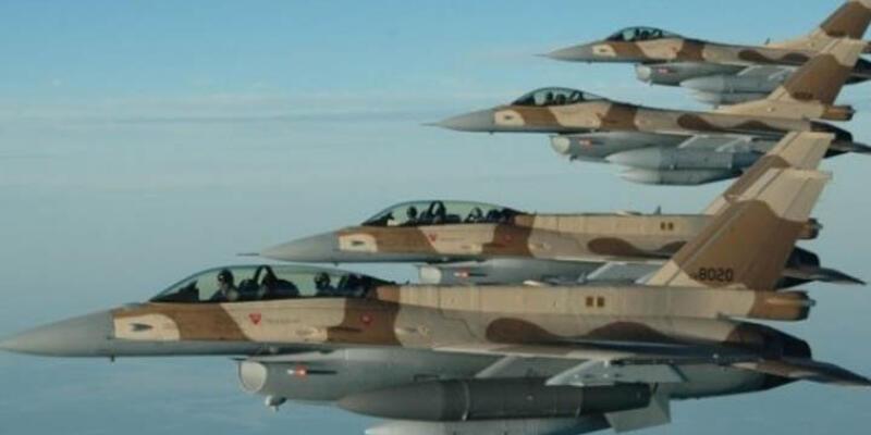 Fas'ta savaş uçağı kuş sürüsüne çarparak düştü