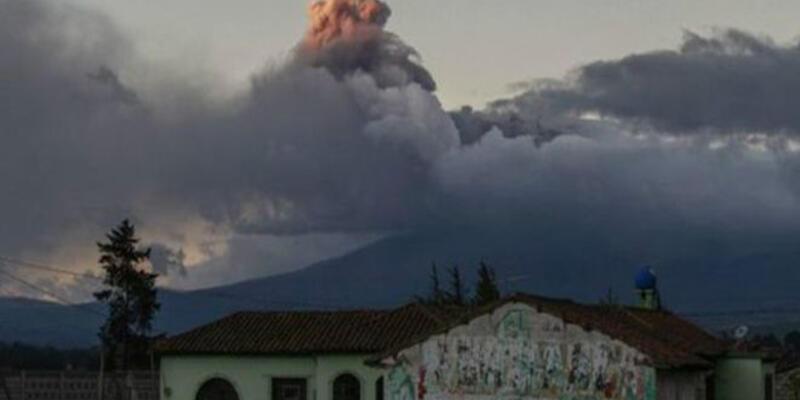 Ekvador'da yüz binlerce kişi yanardağın tehdidi altında