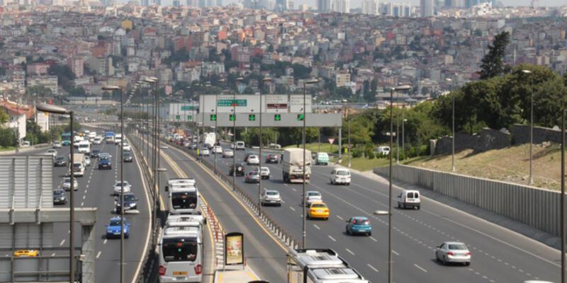 İstanbul'da 30 Ağustos provası nedeniyle bazı yollar trafiğe kapatıldı
