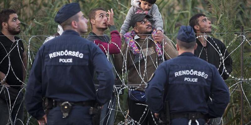 Mülteci akını Orta Avrupa'da, Macaristan sınır güvenliğini tartışıyor