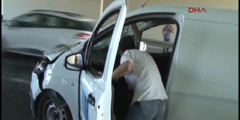 Göztepe'de yol işçilerine otomobil çarptı: 2 ağır yaralı