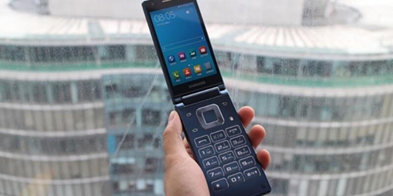 Samsung'tan kapaklı telefon!