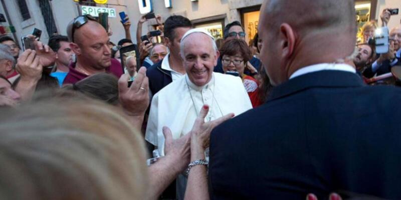 Gözlük çerçevesi Papa'ya pahalı geldi