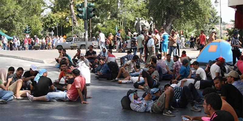 Midilli'de göçmenler sokaklara döküldü