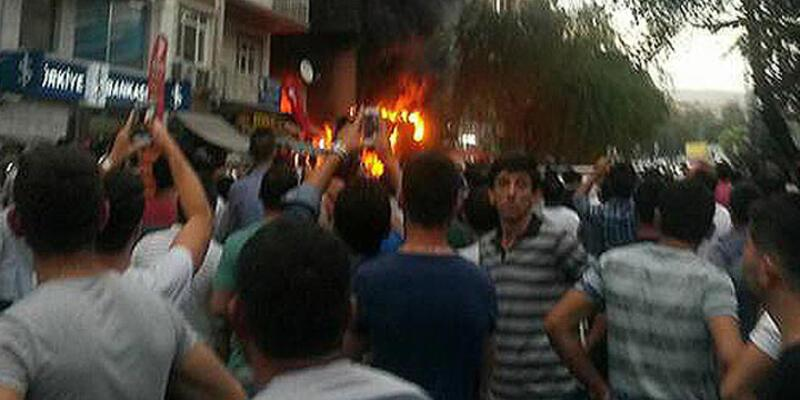 Terör protestosunda iş yerlerini yaktılar