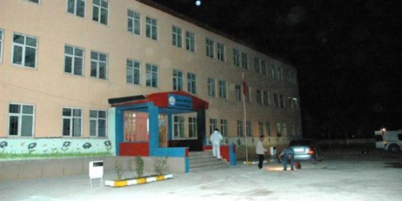Van'da okula molotof kokteyli saldırı