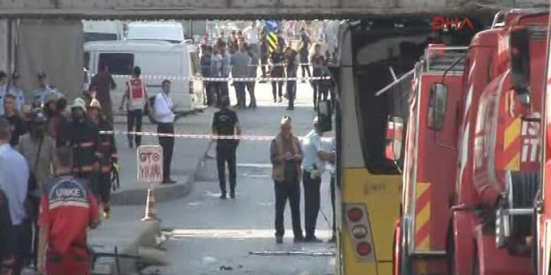Polisleri taşıyan otobüs üst geçide çarptı