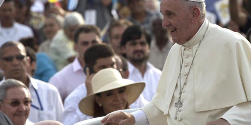 Papa'dan Küba'ya tarihi ziyaret