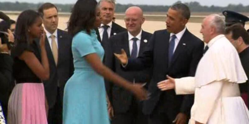 Papa'yı Obama ailesi karşıladı