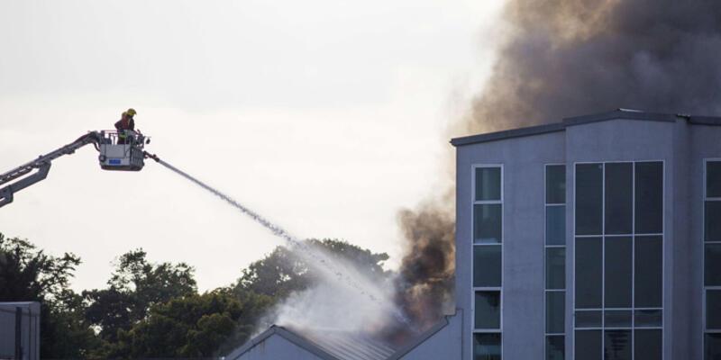 Londra'da cami yangını