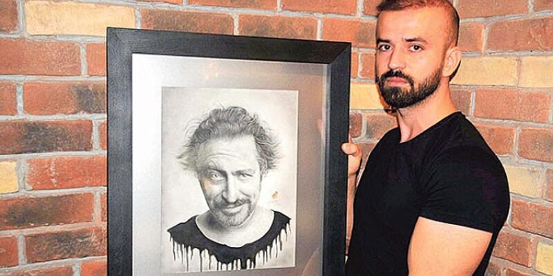 Cem Yılmaz portresine kanlı imza