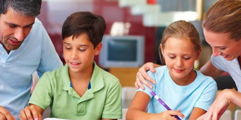 Kararlı anne baba, çocuğun okul kaygısını azaltır