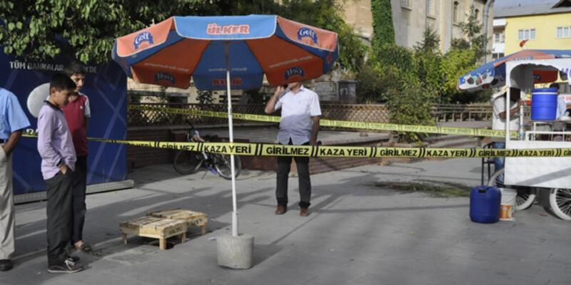 Polis bıçaklı saldırganı öldürdü