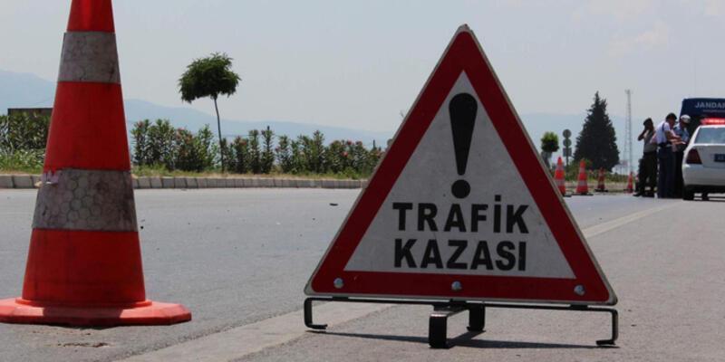 Ağrı'da yolcu otobüsüyle otomobil çarpıştı: 22 yaralı