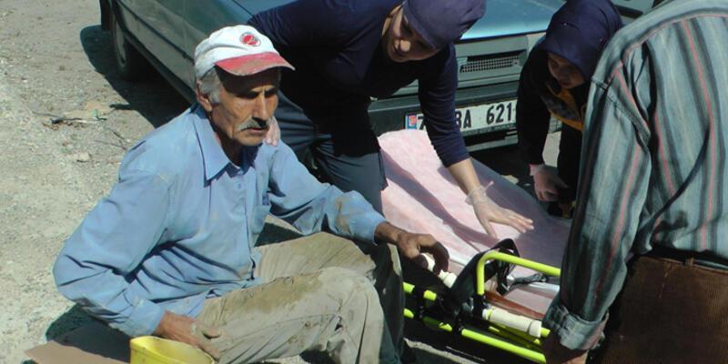 Üstü kirli olan yaralı işçi, ambulansa binmek istemedi