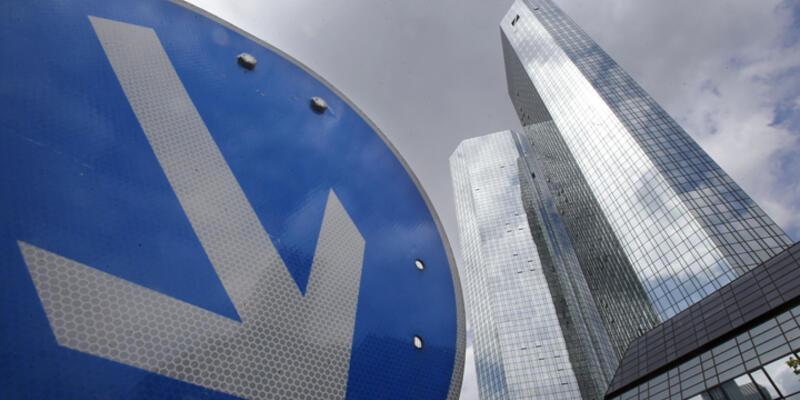 Deutsche Bank'tan dev zarar!