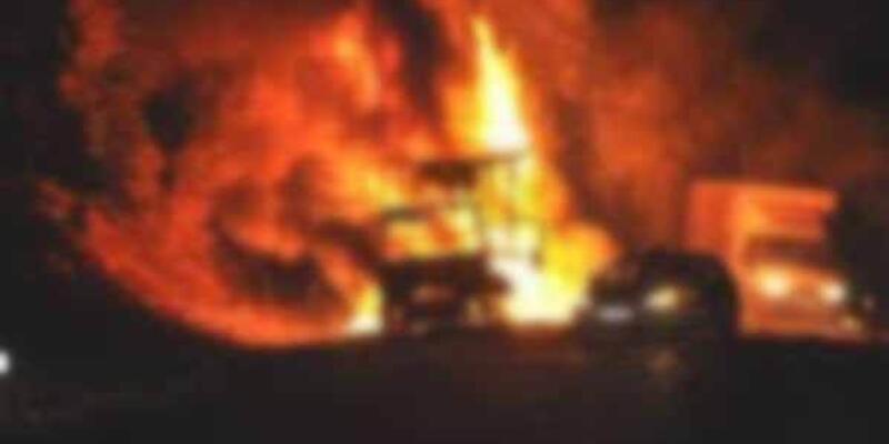 Hakkari'de VEDAŞ'a ait 2 araç ateşe verildi