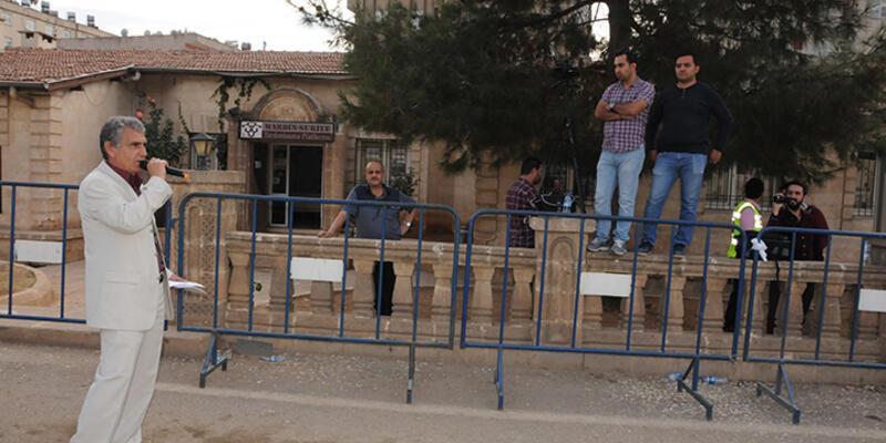 Mardin'in bağımsız adayı boş alanda miting yaptı