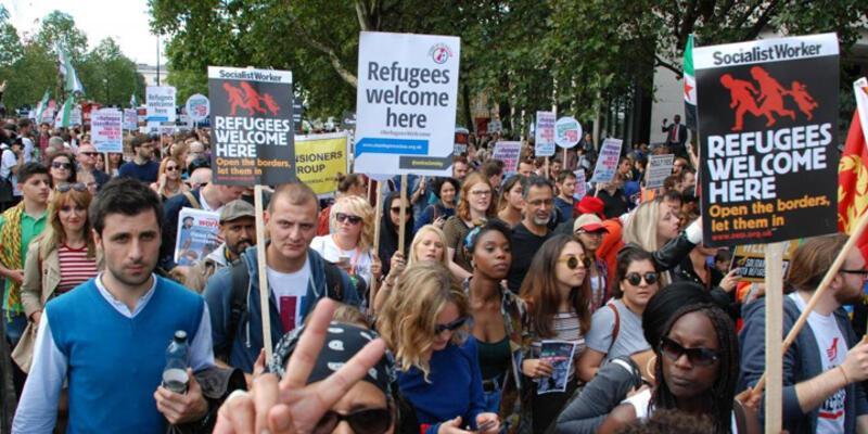 Sığınmacılara destek veren göstericilere polis şiddeti
