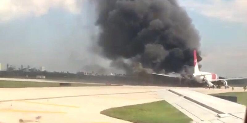 ABD'de yolcu uçağında yangın