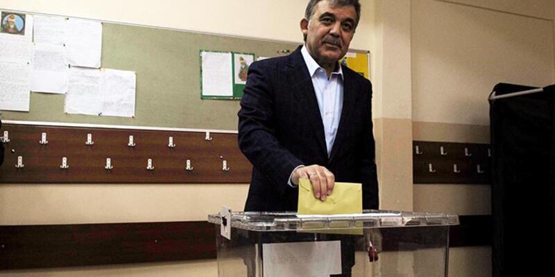 Abdullah Gül İstanbul'da oy kullandı