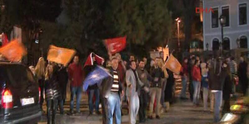 Erdoğan'ın evinin önünde kutlamalar
